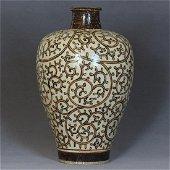 A Chinese CiZhou-Kiln Vase Southern Song Dynasty.