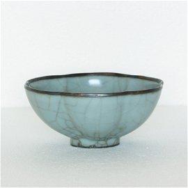 A Chinese Guan-Kiln Bowl Southern Song Dynasty.