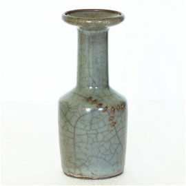A Chinese Guan-Kiln Vase Southern Song Dynasty.