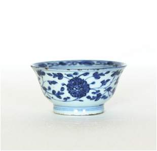 A Chinese antique blue and white porcelain bowl, Qing