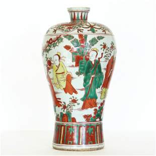 An antique Chinese Three colors porcelain vase, Ming