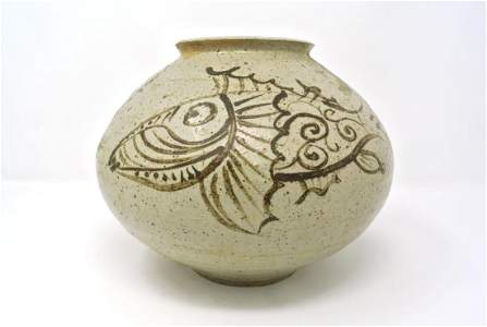 Korean Joseon Fish Design Chul Wha Vase