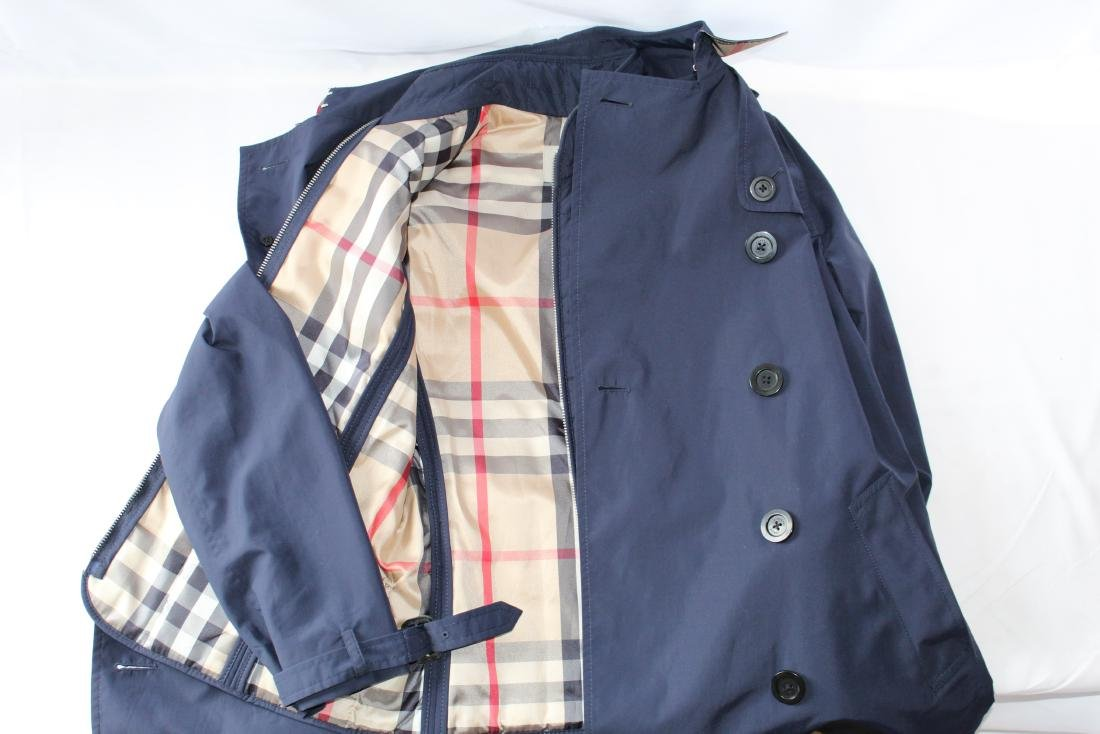Women's Burberry Amberford Trench Coat in Size 4 - 5