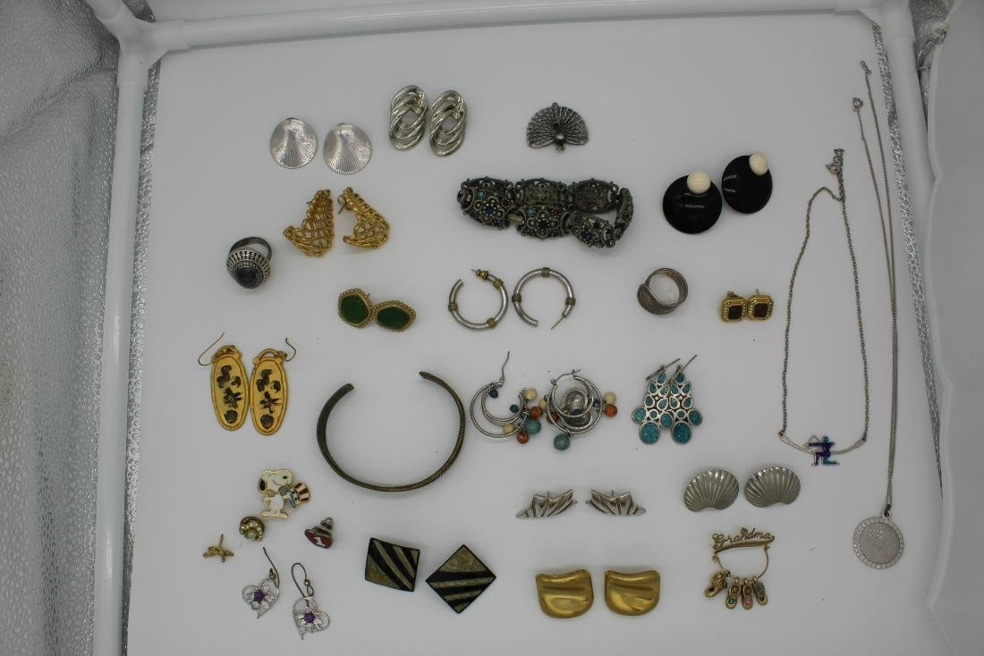 Lot of 40+ pieces of costume jewlery - 10