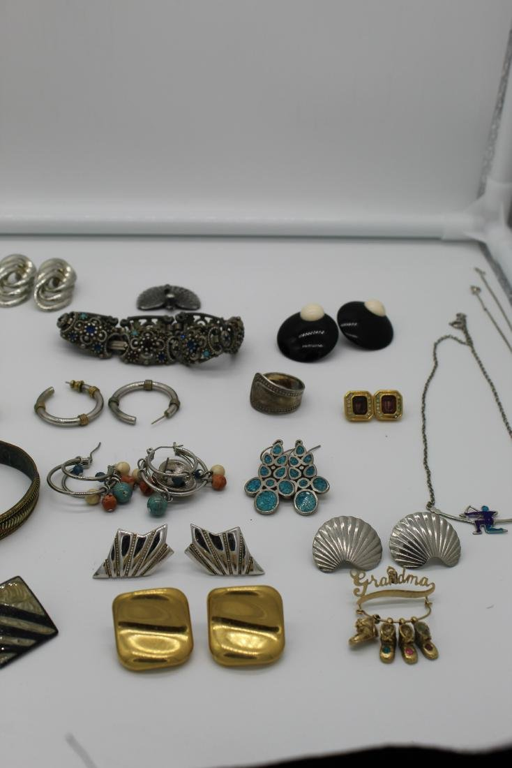 Lot of 40+ pieces of costume jewlery - 3