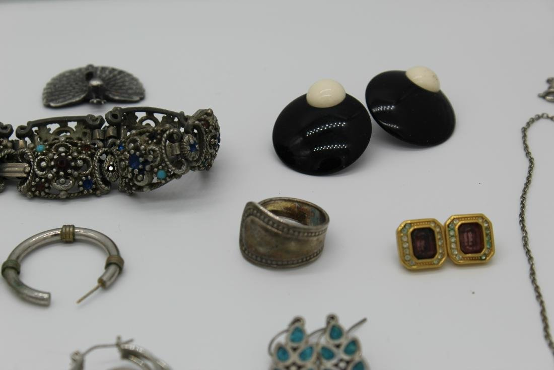 Lot of 40+ pieces of costume jewlery - 6