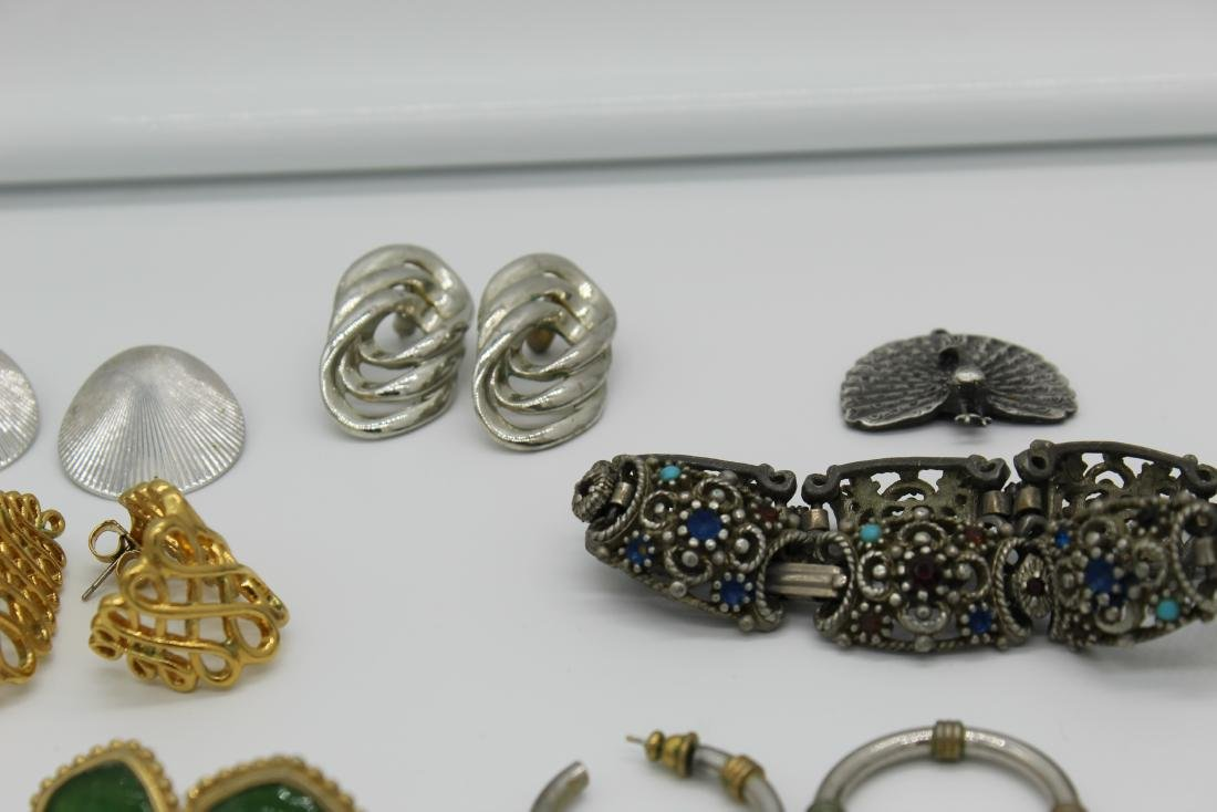 Lot of 40+ pieces of costume jewlery - 7