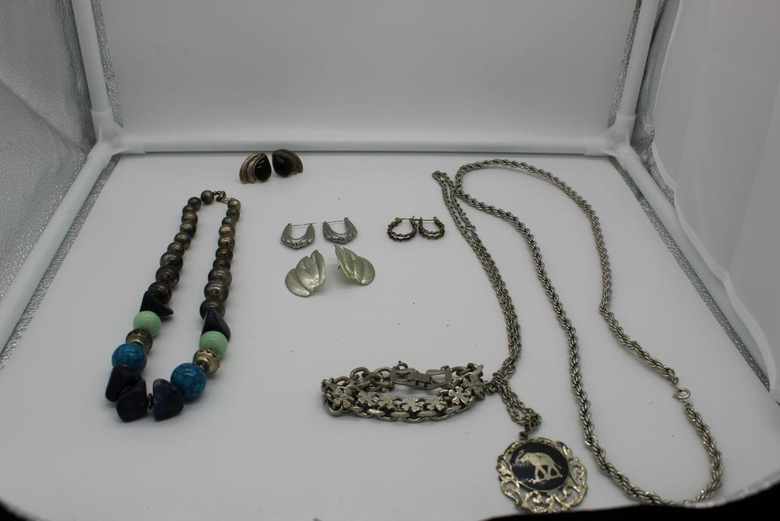Lot of 8 piece costume jewelry