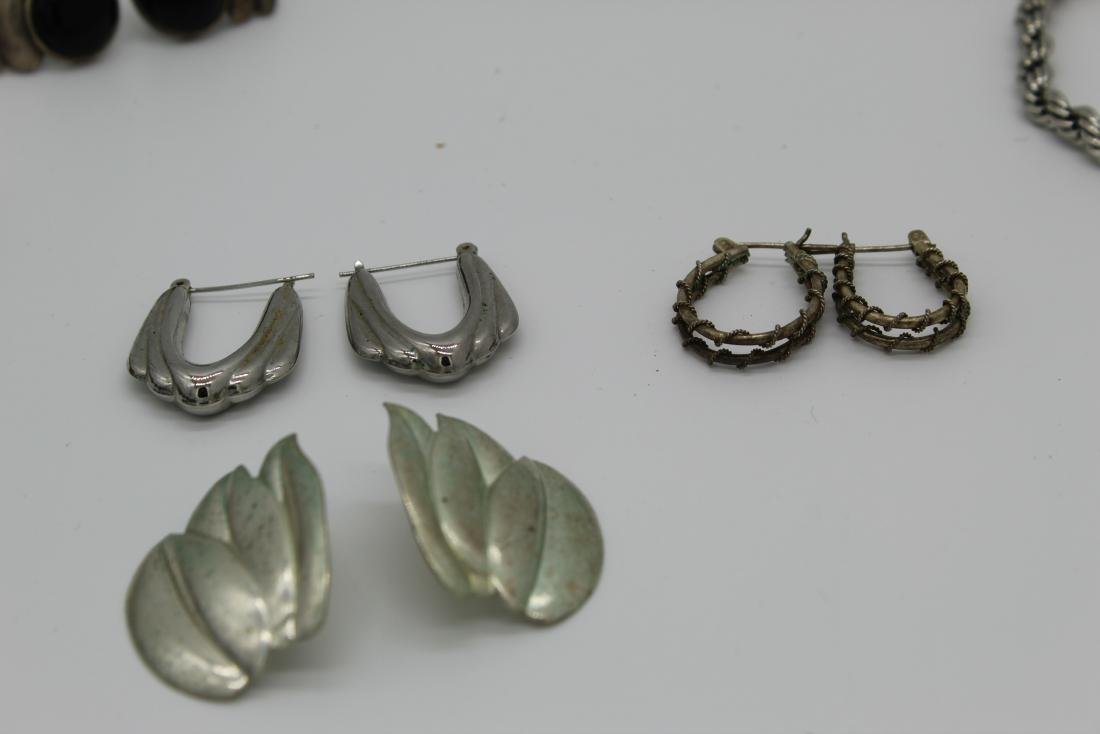Lot of 8 piece costume jewelry - 4