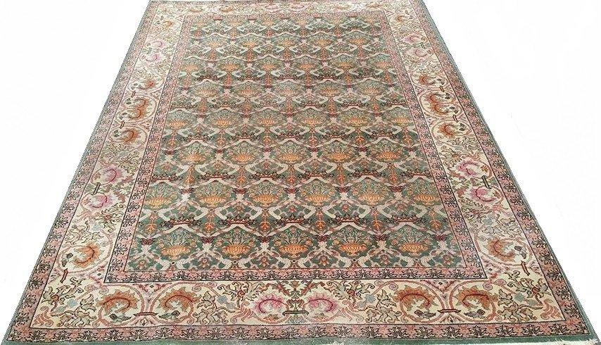 Vintage Arad Romania Rug Carpet