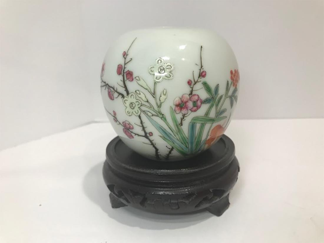Chinese Late Qing Dynasty Famille Rose Porcelain Vase