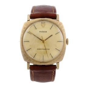 TUDOR - a gentleman's wrist watch. 9ct yellow gold