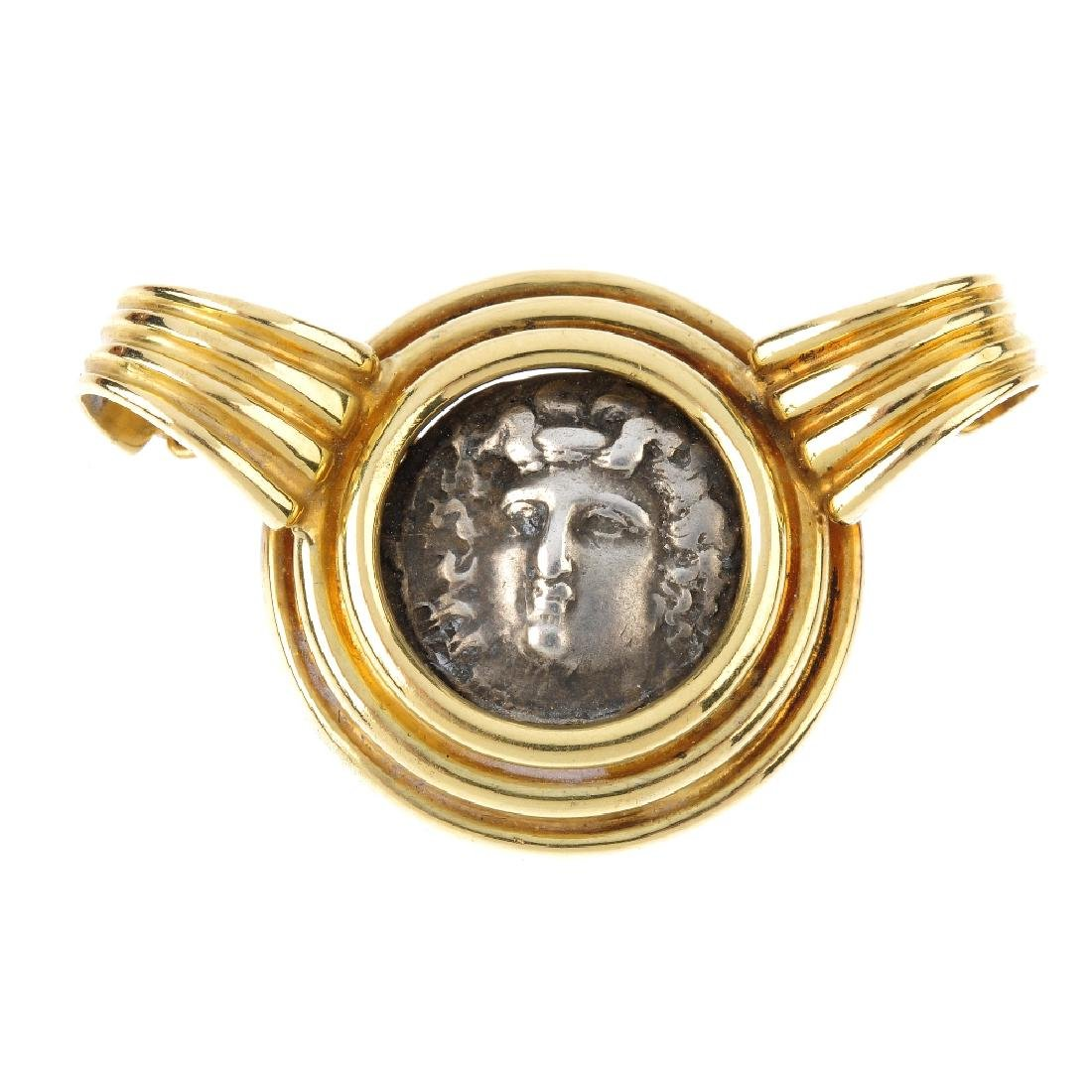 A coin pendant. The central coin depicting Larissa of