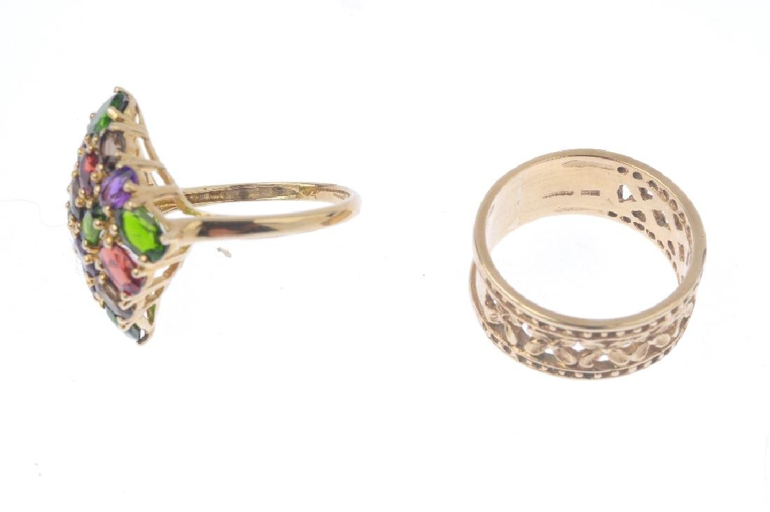 Two 9ct gold dress rings. To include a diopside, - 3