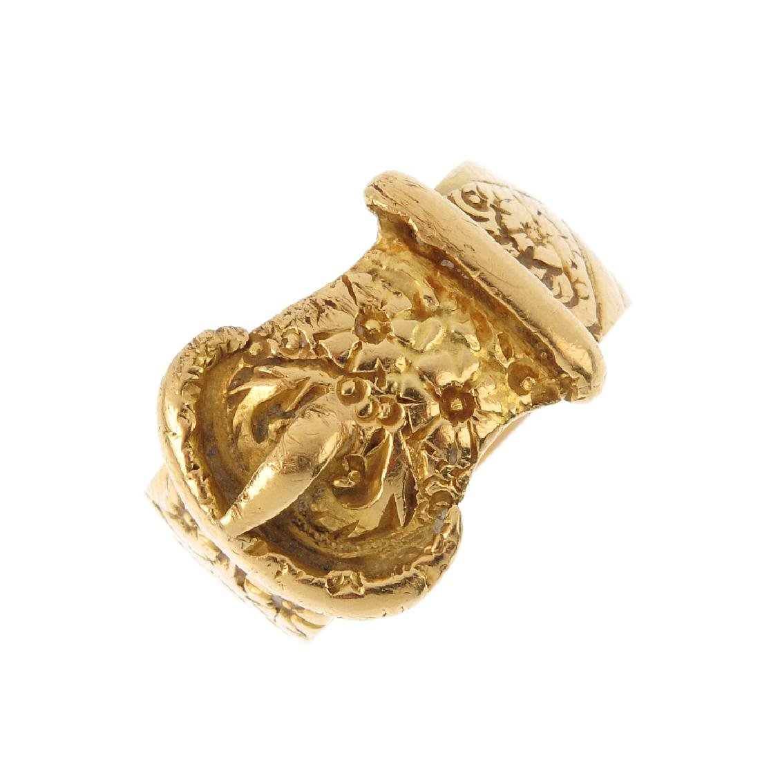 An early 20th century 18ct gold buckle ring. The floral
