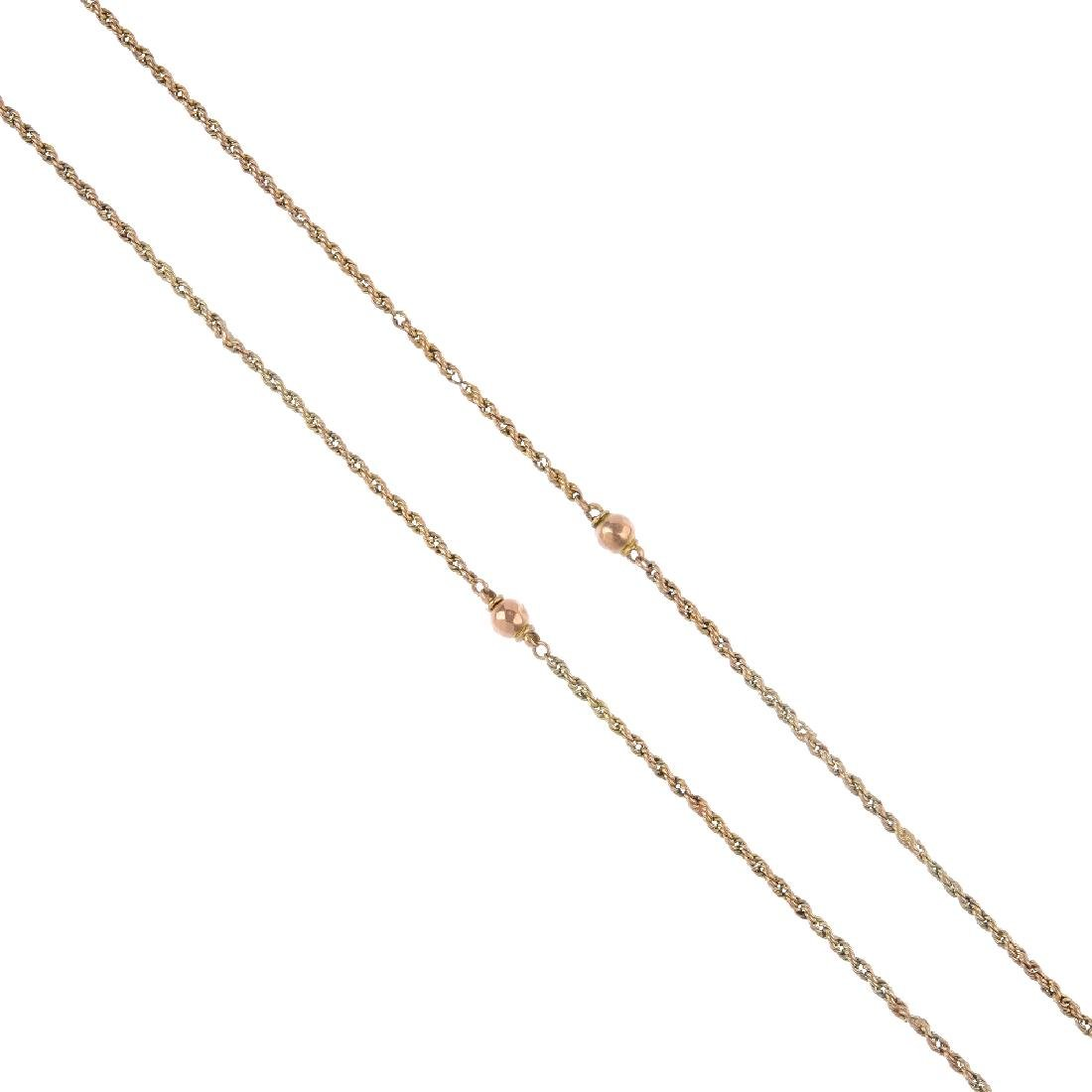 A longard chain. The rope-twist chain, with faceted