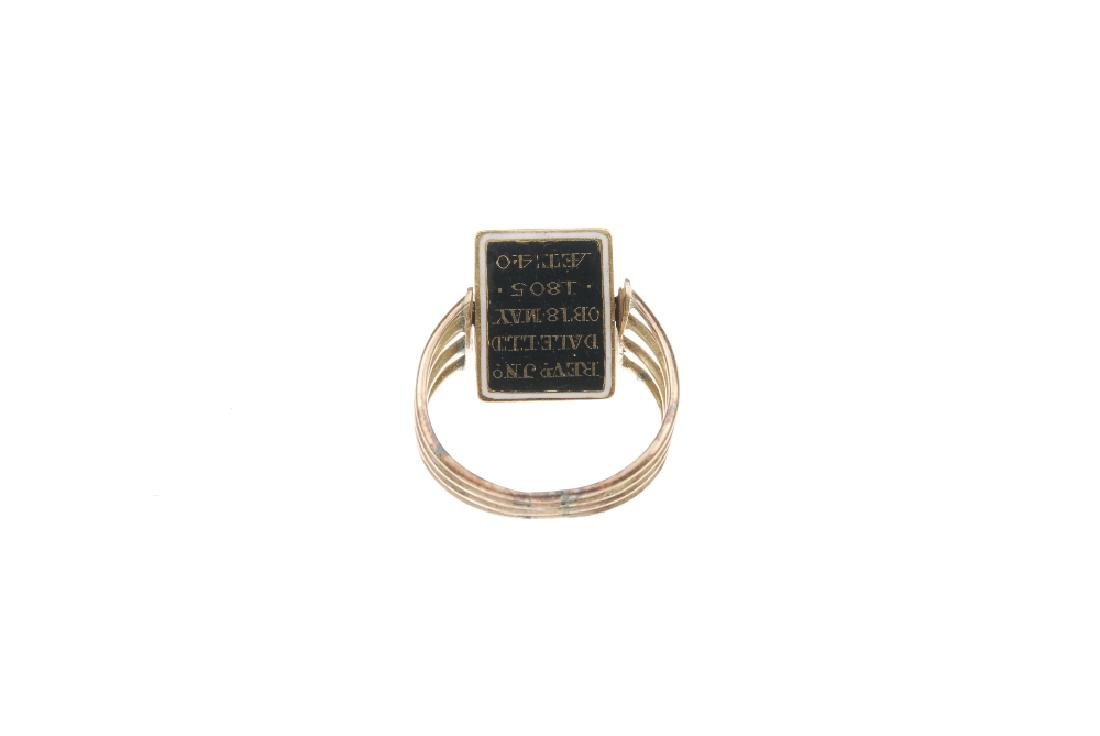 A George III gold enamel and split pearl memorial ring. - 4