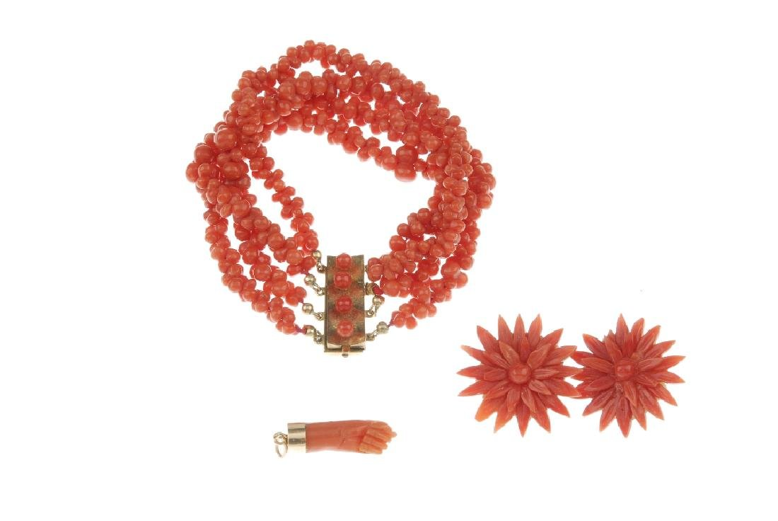 A selection of coral jewellery. To include a box-chain - 4