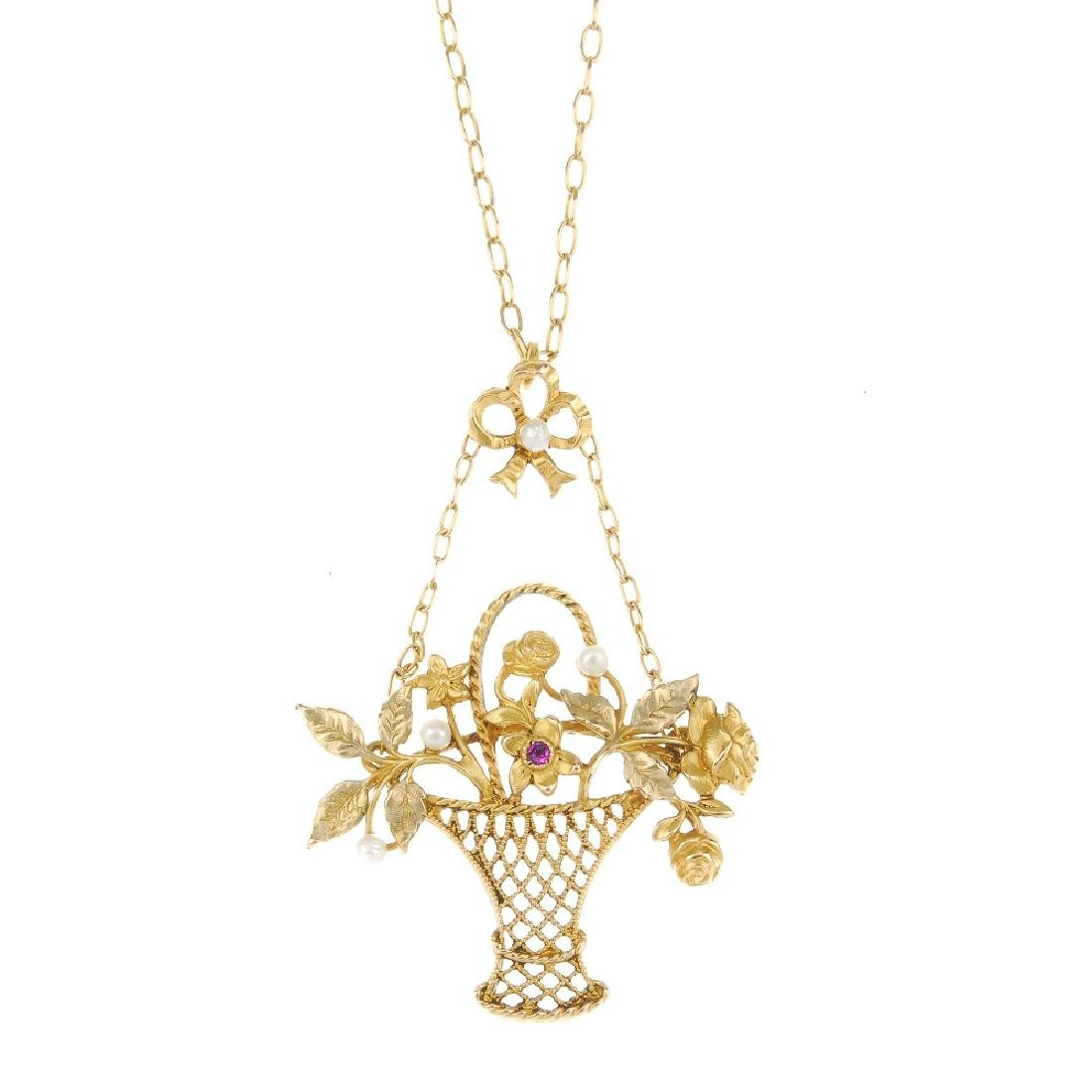 Three items of jewellery. To include a necklace, the