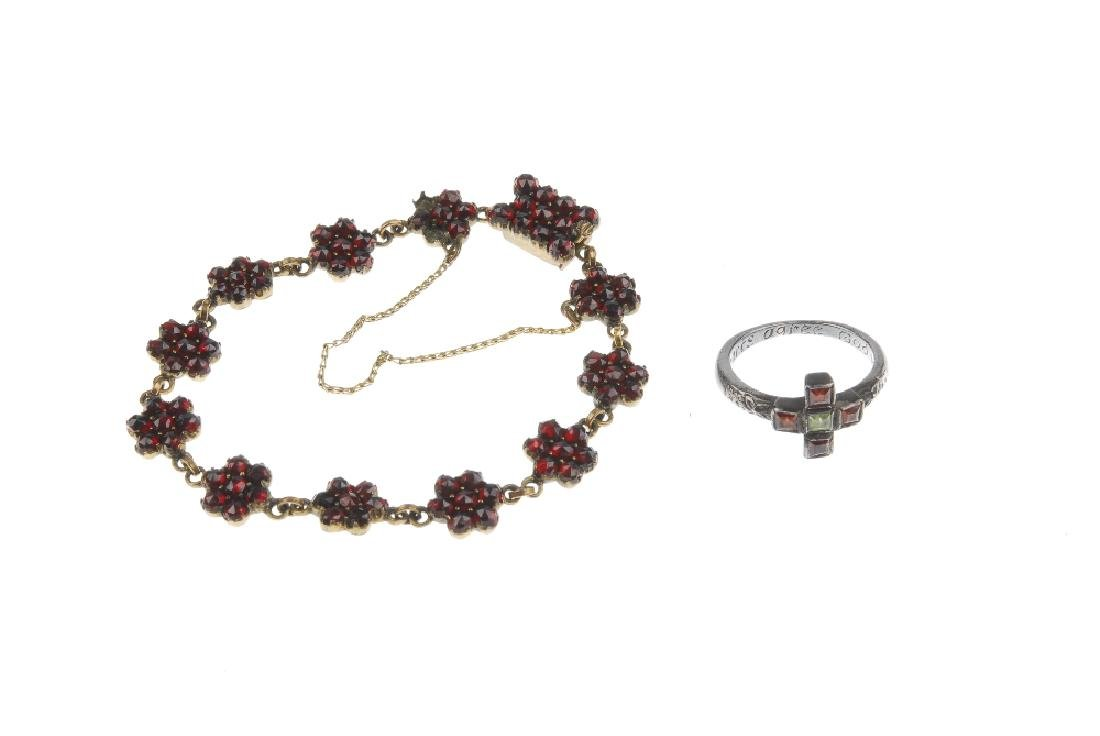 Three items of jewellery. To include a necklace, the - 4