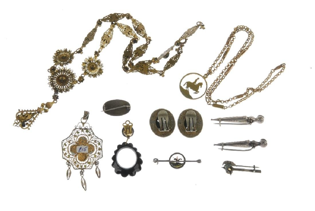 A selection of jewellery. To include a Maurius Hammer - 7