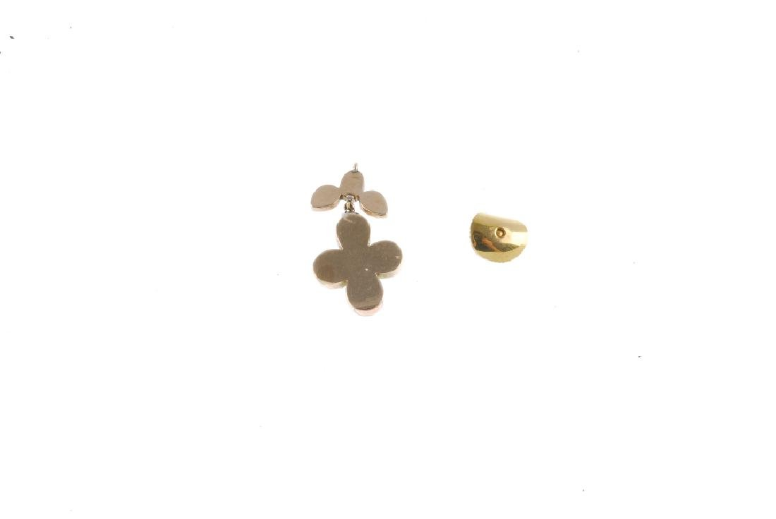 A quantity of costume jewellery. To include a 9ct gold - 2