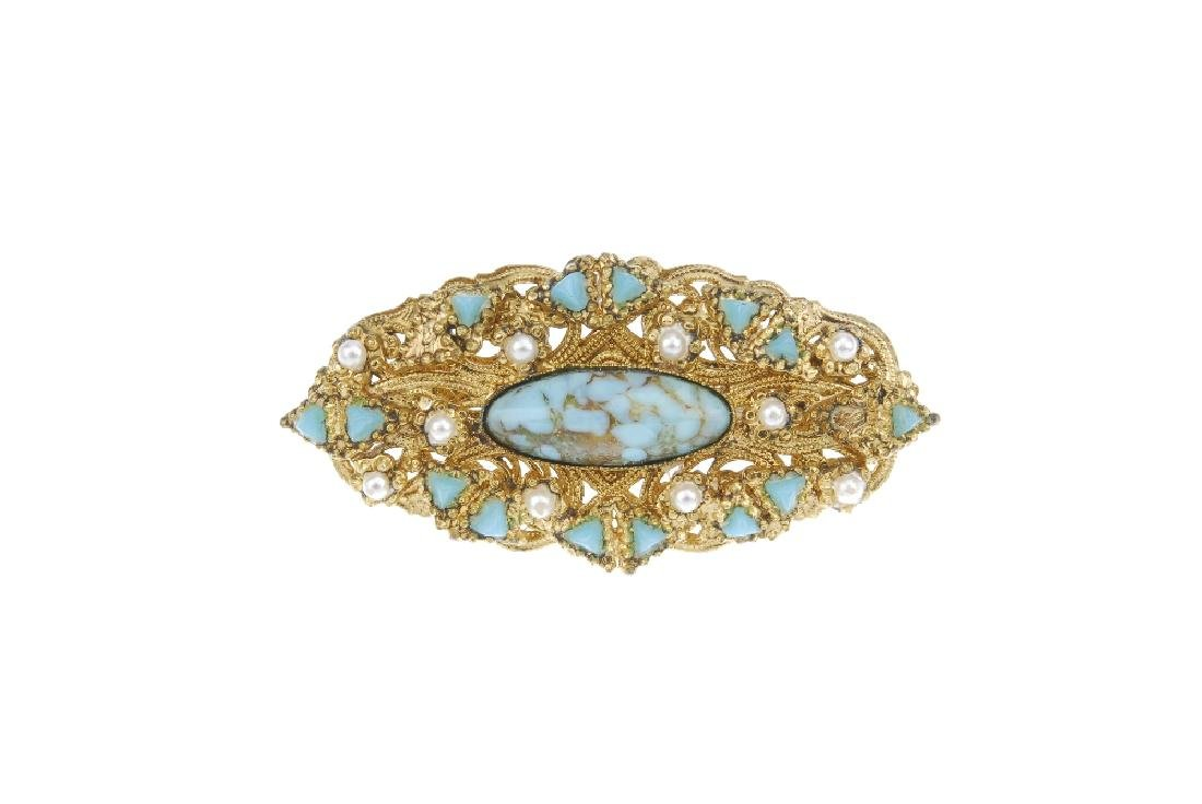 A selection of vintage and costume jewellery and a