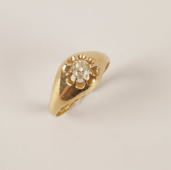 21: 18ct gold signet ring set with an old cut diamond o