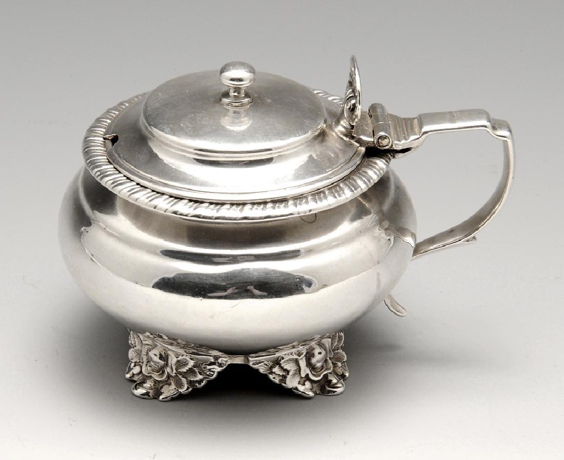 A George IV silver mustard pot, of plain circular