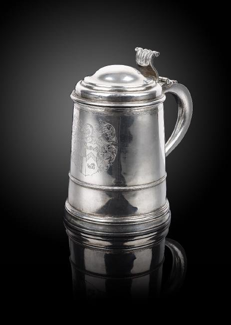 A William and Mary silver tankard, the cylindrical