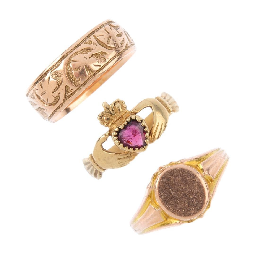 Three 9ct gold rings. To include an early 20th century