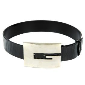 GUCCI - a belt with oversized buckle. Crafted from