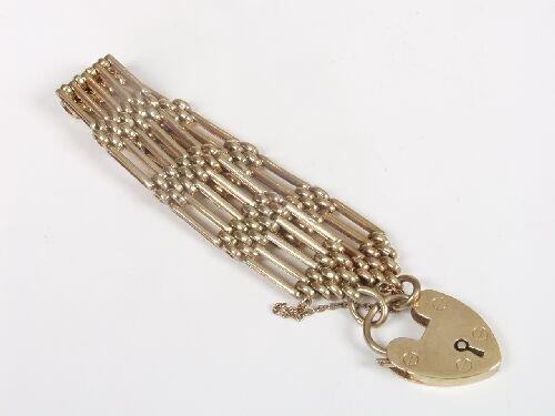 1002: 9ct gold five bar gate link bracelet wi