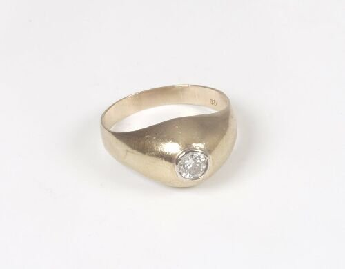 1010: Gentleman's 9ct gold single stone diamo
