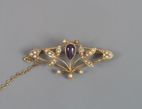 1015: Edwardian 15ct gold amethyst and seed p