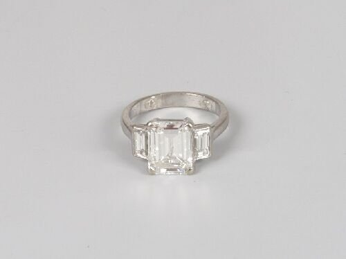 1367: A platinum mounted diamond three stone