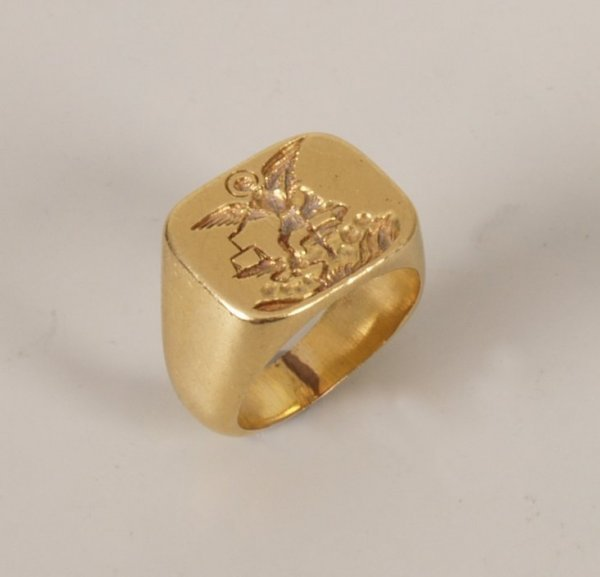 6: A gentleman's 18ct gold rectangular top signet ring