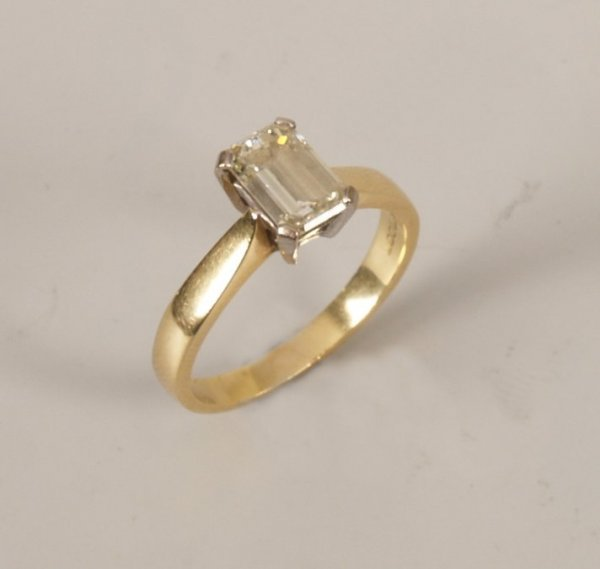 7: 18ct gold trap cut single stone diamond ring of 1.00