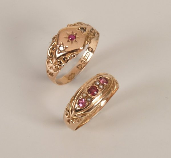 13:  Two rings to include an Edwardian 9ct gold amethys
