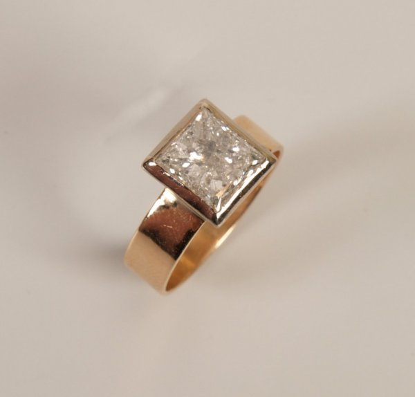 14: 18ct gold single stone diamond ring with a collet s