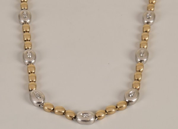 20: 9ct bi-colour gold diamond necklet with a repeating
