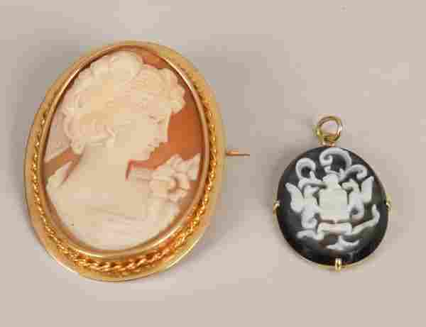 251: Two items of jewellery, to include an 18ct gold o
