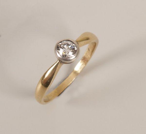 434: 14ct gold single stone old european cut diamond ri