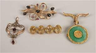 496: Four items of jewellery to include a 9ct gold gar