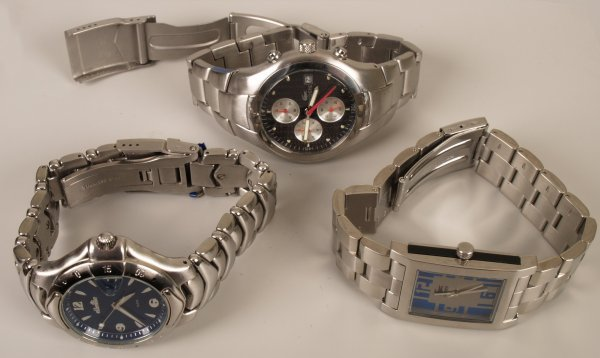 2225: Two gentleman's steel cased Lacoste watches toget