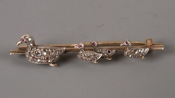 4: 1920's silver fronted gold bar brooch with four rose