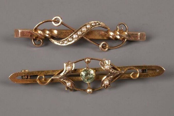 8: 9ct gold peridot and seed pearl bar brooch, also a b