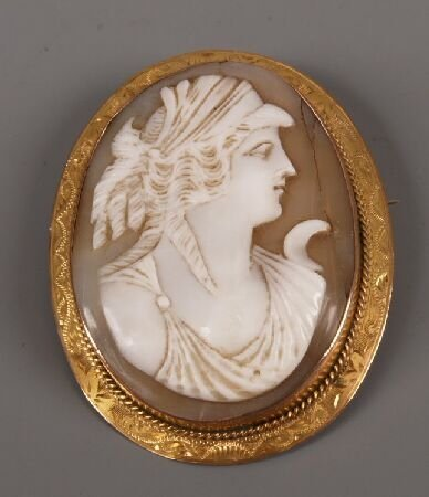 13: Victorian gold oval shell cameo brooch depicting a