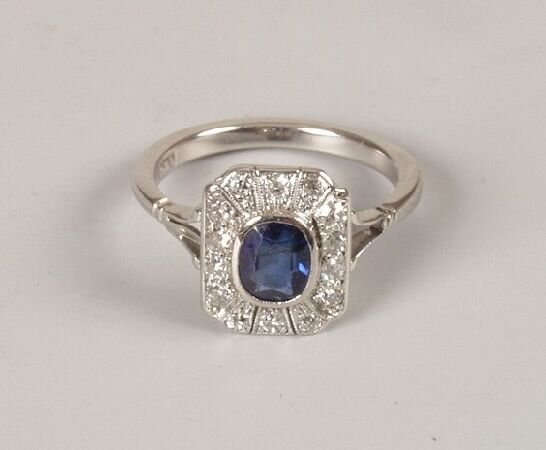 14: Early 20th century 18ct white gold oval sapphire an