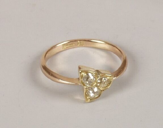15: Rose gold mounted old cut diamond trefoil ring, the